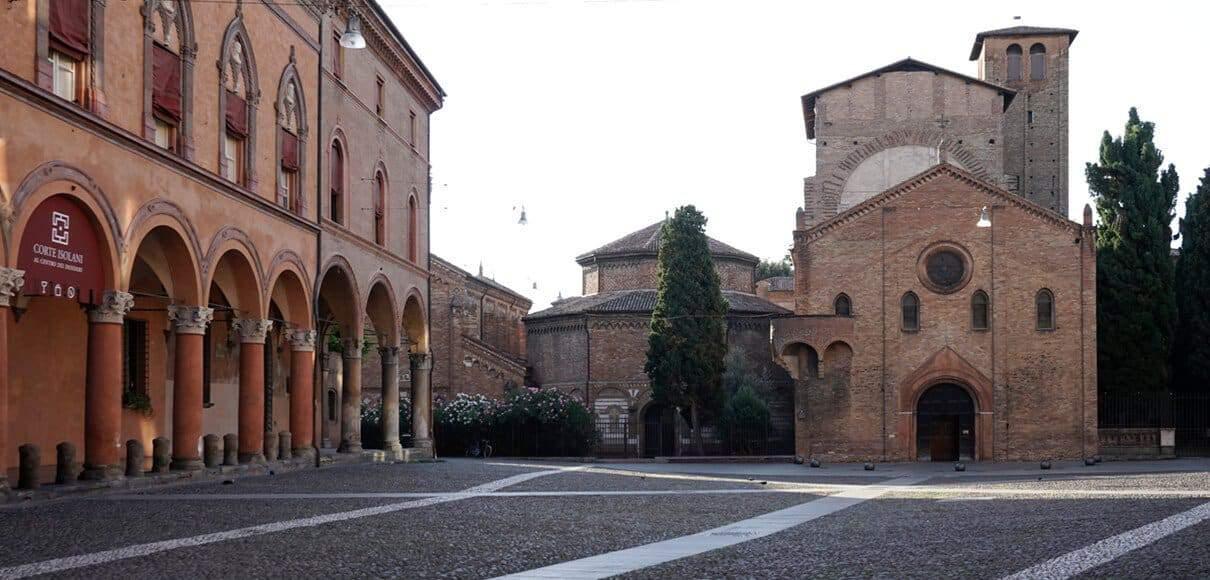 Piazza Santo Stefano Casa Isolani residenze d'epoca B&B Bologna centro